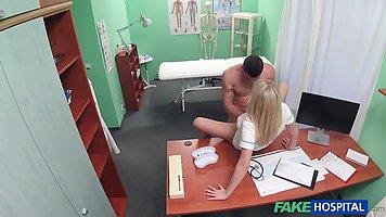 Озабоченная медсестра соблазнила накаченного пациента
