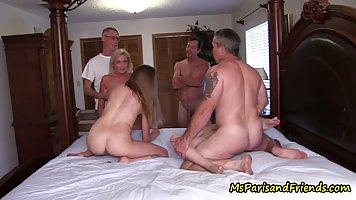 Жопастые мамки превратить частную вечеринку в групповой секс...