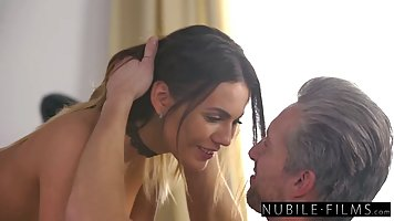 Hot babe went to her boss's home and had sex with h...
