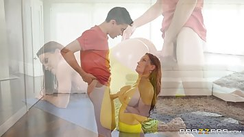 Curvaceous lady in yellow tights, Diamond Foxxx got down and...