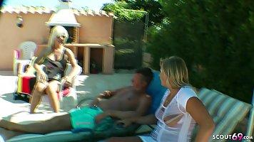Блондинки на вечеринке у бассейна устроили групповой  секс с...
