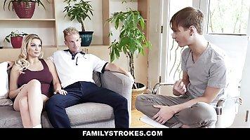 Блондинка поздравила своего пасынка горячим трахом в спальне