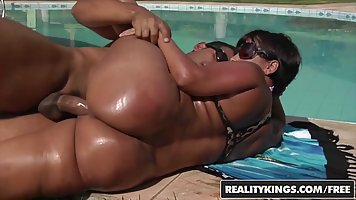 Big ass, black lady, Darlene likes to fuck her gardener ever...