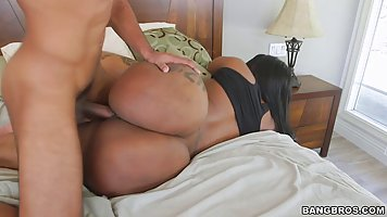 Victoria Cakes is a big ass, black woman who would never say...