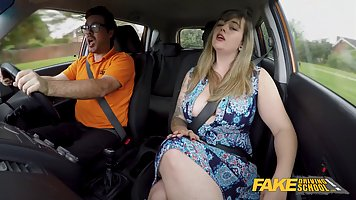 Aroused blonde plumper is having casual sex with her driving...