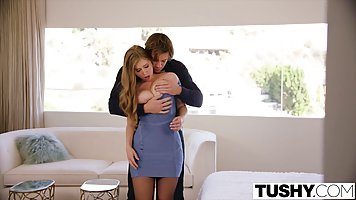 Voluptuous blonde babe is having casual sex with her good fr...