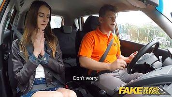 В машине водитель такси устроил для пассажирки настоящий хар...