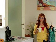 Пенни Пакс было весело с Ясмин Леон пока они были дома одни