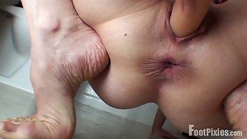 Парень с подругой снимают откровенное домашнее порно мастурб...