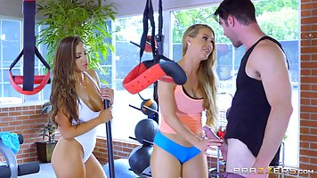 Nicole Aniston and Abigail Mac are doing a hardcore workout ...