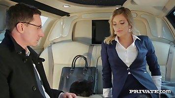 РИА ННГУ занималась сексом со своим бизнес-партнером в лимуз...