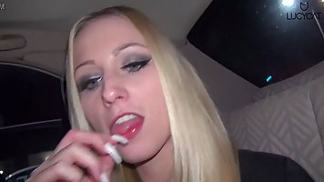 Блондинка устраивает домашнее порево от первого лица и поста...