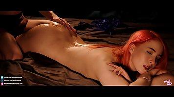 Рыжая девушка с большими сиськами раздвигает ноги для порки ...