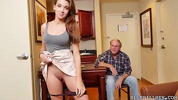 Молодая девушка стоя на коленях делает минет двум старикам и...