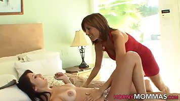 Mature woman is scissoring with a frisky lesbian and can&...