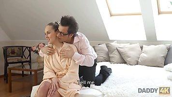 Жена блондинка не пустила своего мужа на работу, раздвигая п...