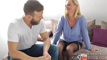 Блондинку очень жестко трахали пока муж в отъезде