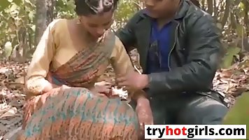 Indian babe is making out with a stranger, in the nature, be...