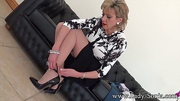 Short haired mature with big milk jugs is changing clothes i...
