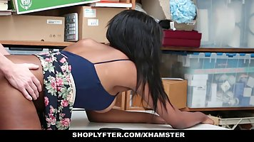 Ebony girl was caught shoplifting, so she had to suck dick t...