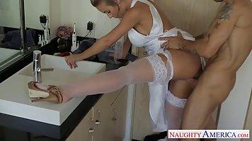 Блондинка Николь Энистон изменила мужу сразу после свадьбы п...