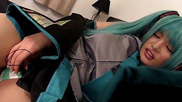 Азиатские младенец с длинными зелеными волосами Kiritani Юри...