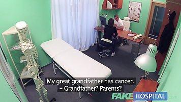 Озабоченный доктор трахнул темноволосую пациентку