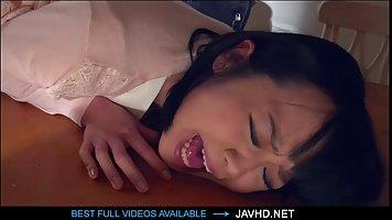 Японская красотка любит анальный секс и сперму