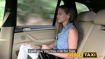 Sexy lady got into a fake taxi and ended up having casual se...