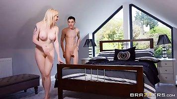 Ненасытная блондинка любит жесткий секс