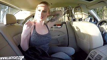 Паренёк трахнул сексапильную подругу в машине