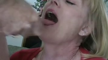 An amateur woman, Melanie is sucking dick like a real pro, b...