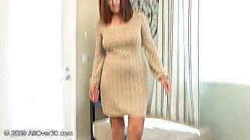 Шикарная зрелая женщина сняла одежду потому что ее любовник ...