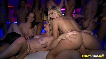 Spectacular party was even better when girls decided to get ...