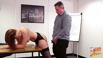 Рыжая секретарша даёт толстому боссу