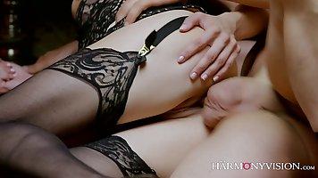 Анальный секс с красоткой в эротичном белье