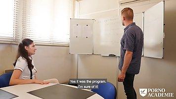 Преподаватель с учеником ебут милую студентку