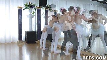 Тренер балета выебал троих развратных шлюшек