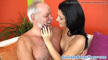 Попы брюнеток порно видео старых молодых